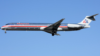 N7521A - McDonnell Douglas MD-82 - American Airlines