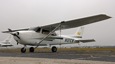 A picture of N121CW - Cessna 172S Skyhawk SP - [172S8975] - © James Dingell