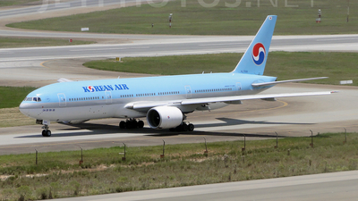 HL7598 - Boeing 777-2B5(ER) - Korean Air