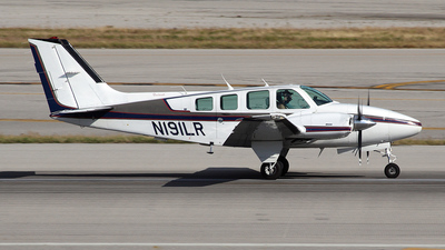 A picture of N191LR - Beech 58 Baron - [TH1720] - © Bruce Leibowitz
