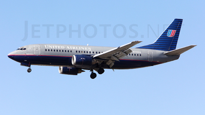 N330UA - Boeing 737-322 - United Airlines