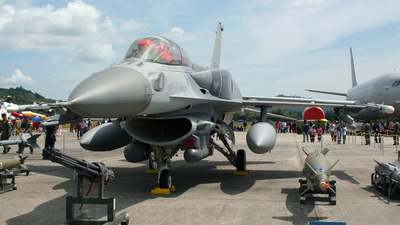 670 - Lockheed Martin F-16D Fighting Falcon - Singapore - Air Force