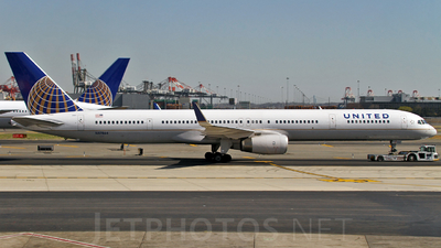 N57864 - Boeing 757-33N - United Airlines
