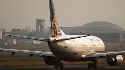 N62631 - Boeing 737-524 - United Airlines