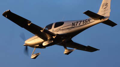 A picture of N771SR - Cirrus SR22 - [2771] - © Robert Burke