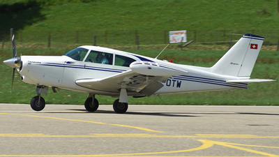 A picture of HBOTW - Piper PA24250 Comanche - [242643] - © Jean-Charles Sautaux