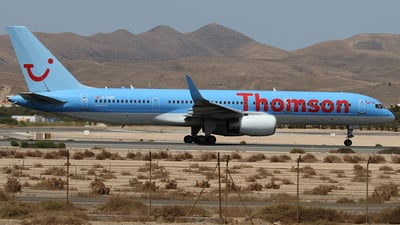 G-OOBF - Boeing 757-28A - Thomson Airways
