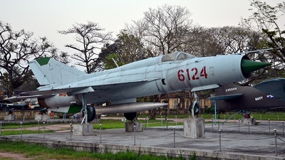 6124 - Mikoyan-Gurevich MiG-21PF Fishbed - Vietnam - Air Force