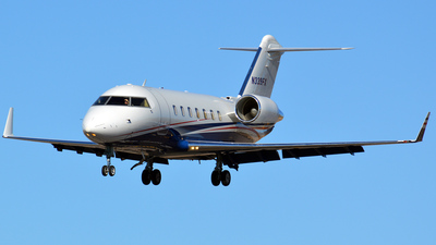 A picture of N339FX - Bombardier Challenger 605 - Flexjet - © Justin Lawrence