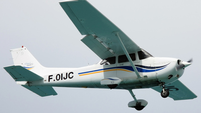 F-OIJC - Cessna 172S Skyhawk SP - Private