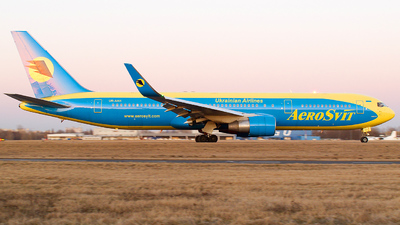 UR-AAH - Boeing 767-33A(ER) - AeroSvit Ukrainian Airlines