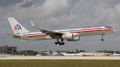 N681AA - Boeing 757-223 - American Airlines