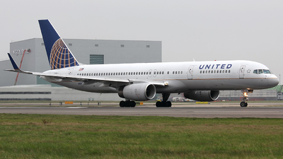 N13138 - Boeing 757-224 - United Airlines