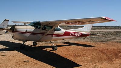 VH-IBW - Cessna R182 Skylane RG - Private