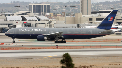 Boeing 767-322(ER) - United Airlines
