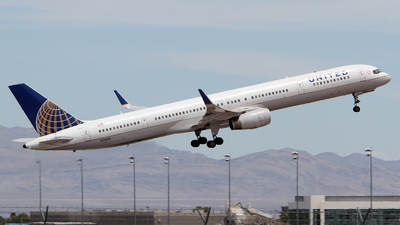 N75851 - Boeing 757-324 - United Airlines (Continental Airlines)