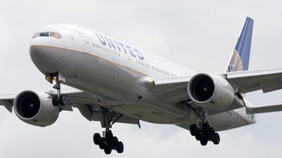 N777UA - Boeing 777-222 - United Airlines