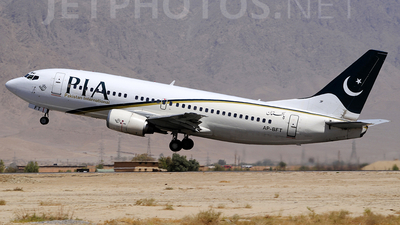 AP-BFT - Boeing 737-341 - Pakistan International Airlines (PIA)