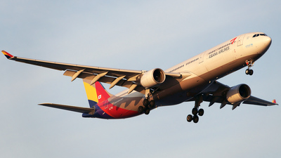 HL7792 - Airbus A330-323 - Asiana Airlines