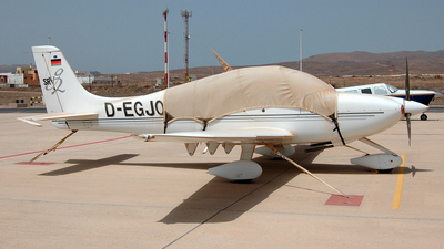A picture of DEGJO - Cirrus SR20 - [1440] - © Fernando González Alcobre