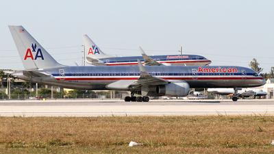 N672AA - Boeing 757-223 - American Airlines