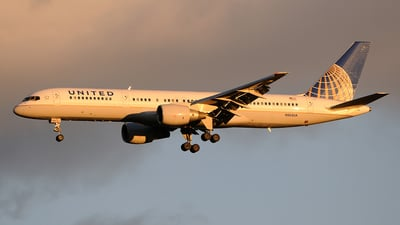 A picture of N562UA - Boeing 757222 - [26664] - © FOKKER AIRCRAFT