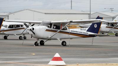 VH-YXT - Cessna 172R Skyhawk II - Singapore Flying College