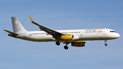 EC-MGY - Airbus A321-231 - Vueling Airlines