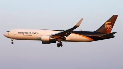 A picture of N304UP - Boeing 76734AF(ER) - UPS - © Dave Potter