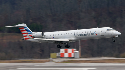 A picture of N529EA - Mitsubishi CRJ702ER - American Airlines - © JC