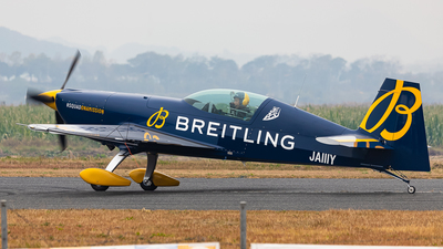 JA111Y - Extra 300LC - Private