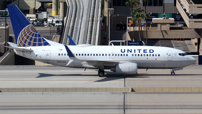 A picture of N13750 - Boeing 737724 - United Airlines - © Huy Do
