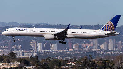 A picture of N57862 - Boeing 75733N - United Airlines - © Brandon Giacomin