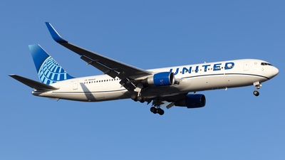 A picture of N654UA - Boeing 767322(ER) - United Airlines - © Cary Liao