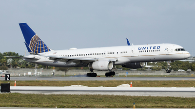 A picture of N34137 - Boeing 757224 - United Airlines - © Orlando Suarez