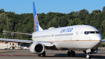 A picture of N38443 - Boeing 737924(ER) - United Airlines - © Huy Do