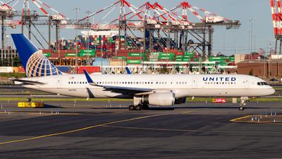 N57111 - Boeing 757-224 - United Airlines