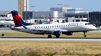 A picture of N272SY - Embraer E175LR - Delta Air Lines - © Rocky Wang
