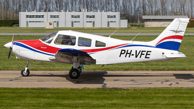 PH-VFE - Piper PA-28-161 Warrior III - Vliegclub Flevo