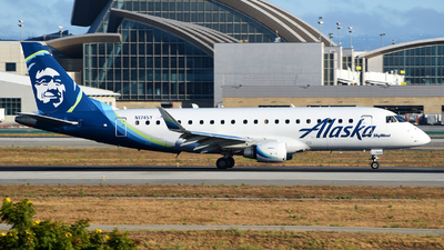 A picture of N174SY - Embraer E175LR - Alaska Airlines - © Rocky Wang