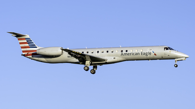 A picture of N689EC - Embraer ERJ145LR - American Airlines - © Connor Ochs