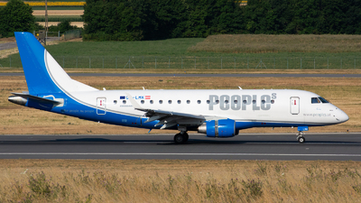 A picture of OELMK - Embraer E170STD - People's - © Julian Maas