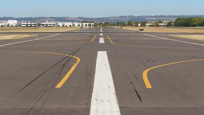 KHIO - Airport - Runway