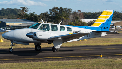 VH-GJZ - Beechcraft 58 Baron - Little Wings