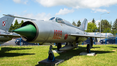 1809 - Mikoyan-Gurevich MiG-21PF Fishbed - Poland - Air Force
