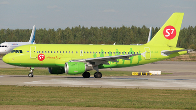 A picture of VPBHP - Airbus A319114 - S7 Airlines - © Mikhail Tkachuk