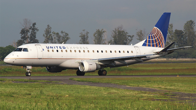 A picture of N88301 - Embraer E175LR - United Airlines - © Alejandro Aceves