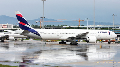 A picture of PTMUC - Boeing 77732W(ER) - LATAM Airlines - © TANG MIN XIN