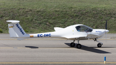 EC-IHC - Diamond DA-20-A1 Katana - Centro de Estudios Superiores de la Aviación (CESDA)