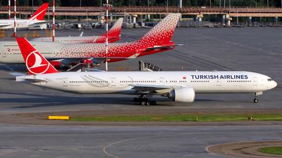 A picture of TCJJU - Boeing 7773F2(ER) - Turkish Airlines - © Alexander Tarasenkov
